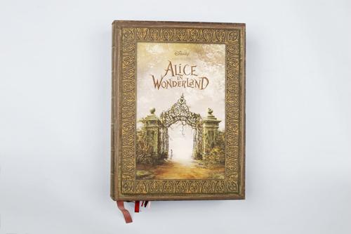 Alice_in_wonderland_book
