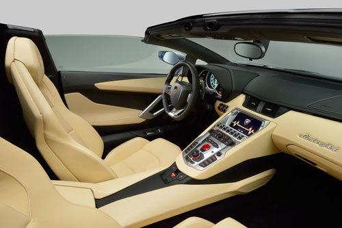 Lamborghini-Aventador-LP-700-4-Roadster-31
